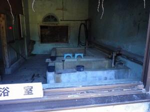 万田坑浴場跡画像